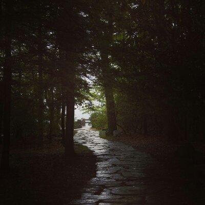 暗い道がいつまでも続くわけではない。