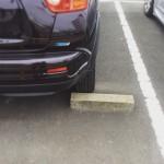 すぐそこの駐車場で、駐車を手伝いました。